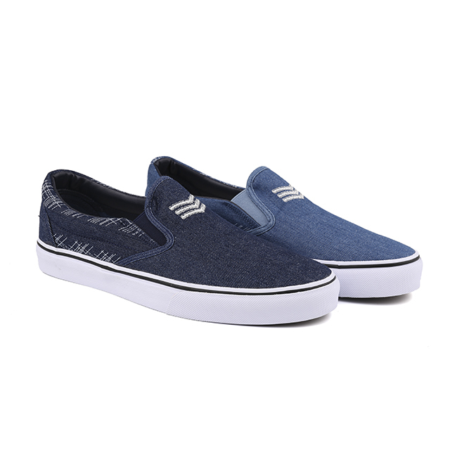 Denim slip on man skate shoes