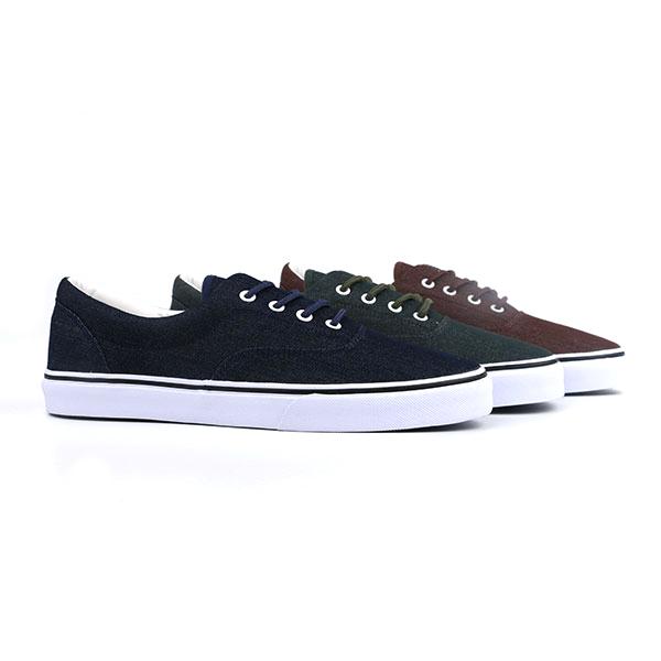 Designer lace up men skate shoes