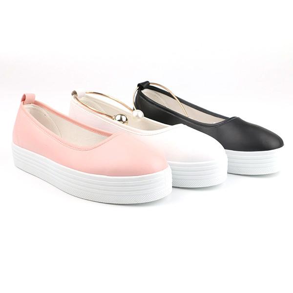 Comfortable slip on woman footwear