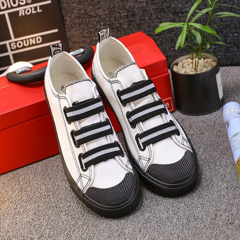 Canvas slip on man playshoes