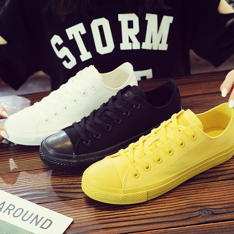 Inexpensive lace up men sneakers