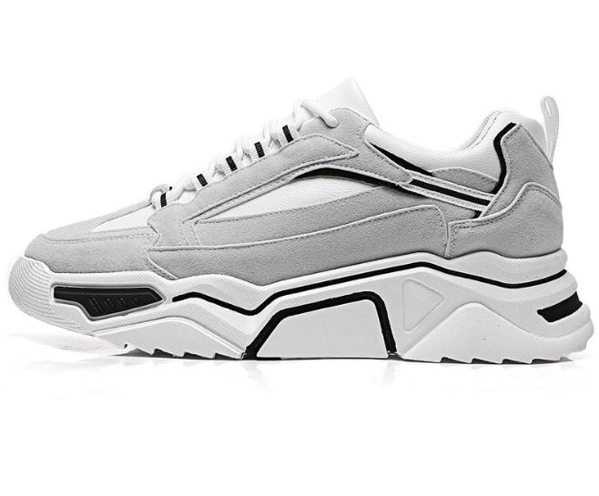 Durable lace up man's tennis shoes