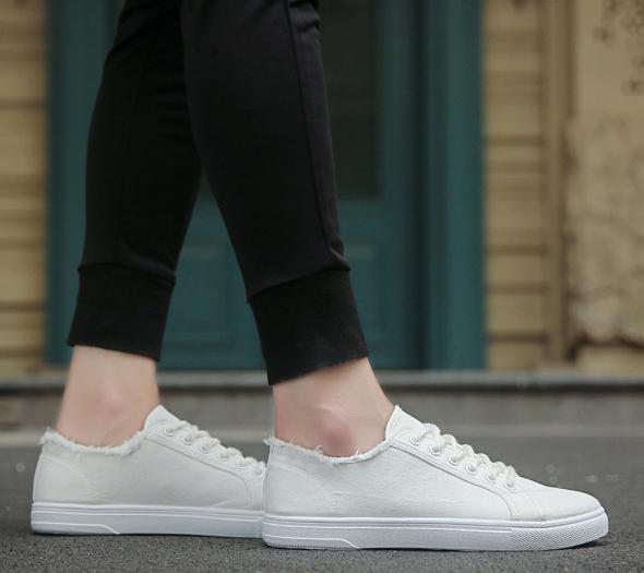 Plain lace up man's tennis shoes